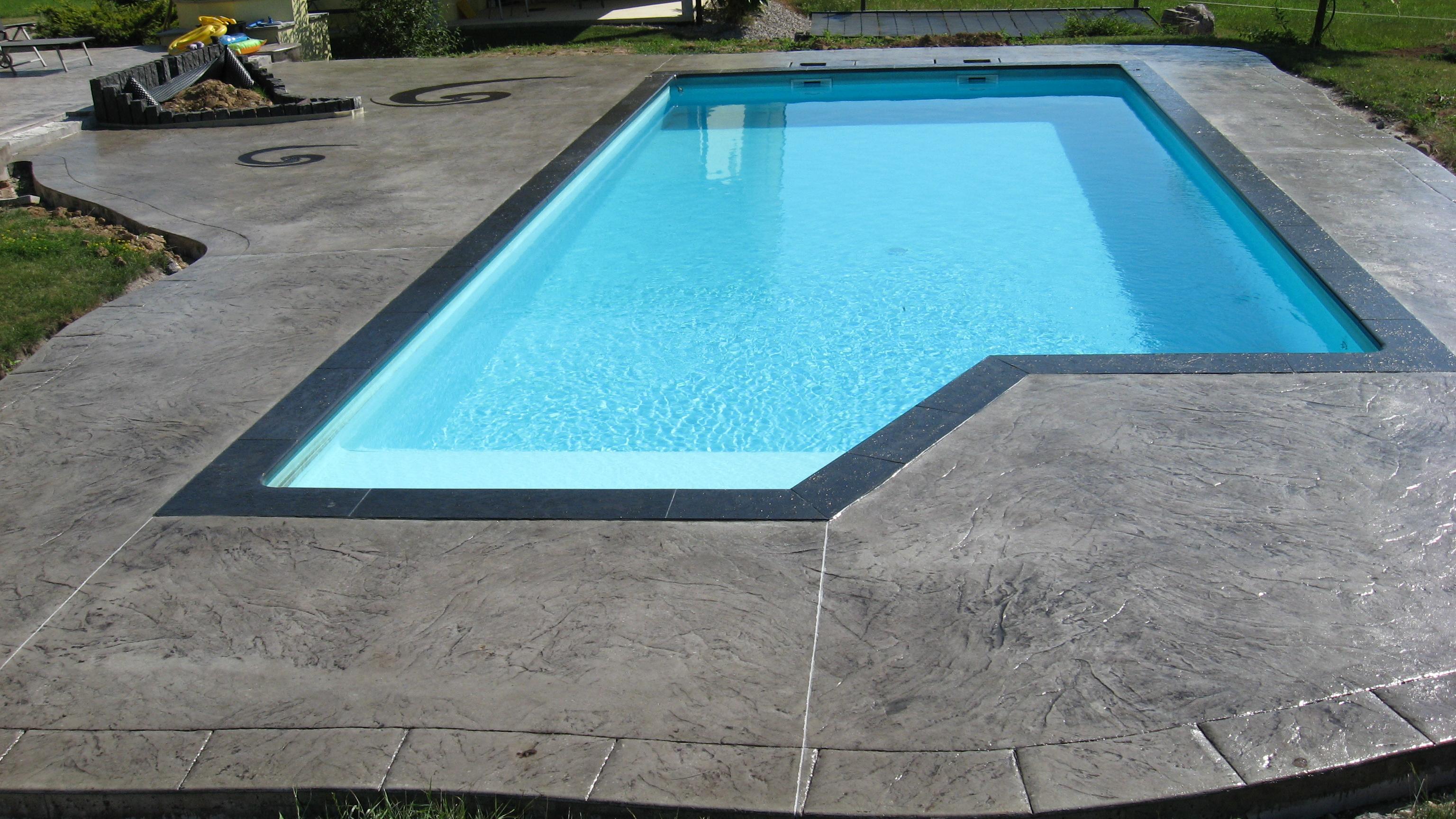 B ton imprim ou liss sols d coratifs univers b ton for Marque piscine